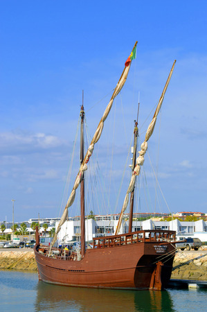 caravelle: Lagos, Algarve, Portugal - 1 Octobre, 2014: Réplique de la caravelle Boa Esperana Éditoriale