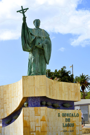 barlavento: Statue of the Portuguese Patron Saint of fishermen in the Algarve S. Goncalo de Lagos Stock Photo