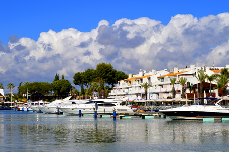 vilamoura: Vilamoura, Algarve, Portugal - October 26, 2015: Luxury yachts in Vilamoura Marina