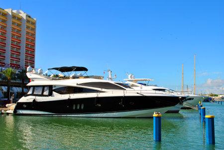 vilamoura: Vilamoura, Algarve, Portugal - October 26, 2015: Luxury boats in Vilamoura Marina