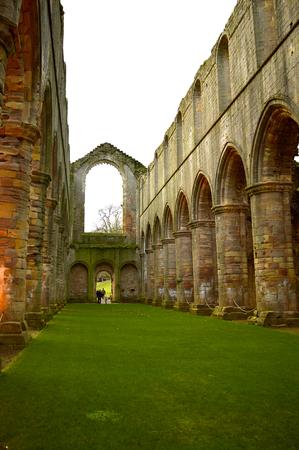 修道院教会の歴史的な13世紀の噴水アビーインテリア 写真素材