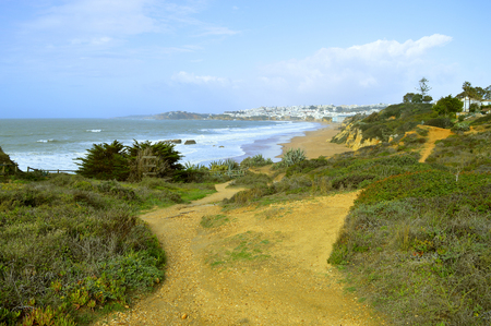 Footpath leading to Albufeira Beach on the Algarve coast of Portugal 版權商用圖片 - 115660759