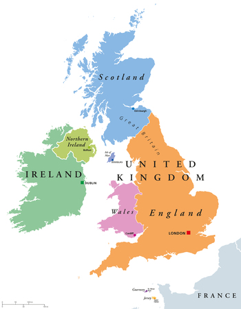 los países Gran Bretaña y Irlanda del mapa político. Inglaterra, Escocia, Gales, Irlanda del Norte, Guernsey, Jersey, Isla de Man y sus capitales en diferentes colores. Ilustración sobre fondo blanco.