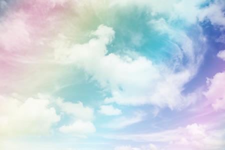 puro: Cielo de colores y las nubes.