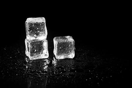 ice cubes reflection on black table background. Standard-Bild - 114449729