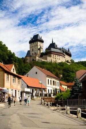 Burg Karlstein und streen der Altstadt Standard-Bild - 4046772