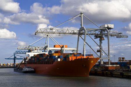 Fracht Schiff geladen in den Hafen von Rotterdam Standard-Bild - 4046760