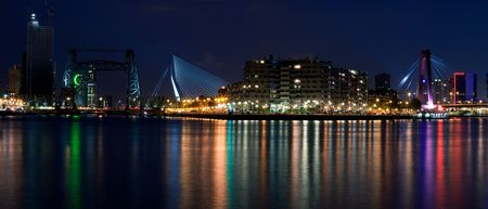 Drei Brücken von Rotterdam. Nacht von Sicht von den Fluss Maas  Standard-Bild - 5414292