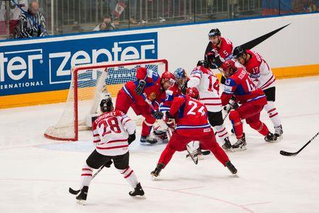 COLOGNE, Deutschland - Mai 20: 2010 IIHF (International Ice Hockey Federation)-Weltmeisterschaft. Viertelfinale Spiel zwischen Russland und Kanada. Russisch gewinnen 5: 2. April 20, 2010  Standard-Bild - 7007100