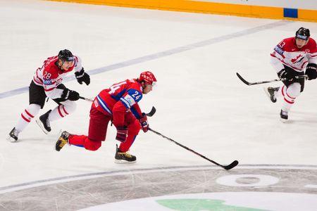 COLOGNE, Deutschland - Mai 20: 2010 IIHF (International Ice Hockey Federation)-Weltmeisterschaft. Viertelfinale Spiel zwischen Russland und Kanada. Russisch gewinnen 5: 2. April 20, 2010  Standard-Bild - 7007101