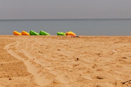 Canoe on the beach 版權商用圖片