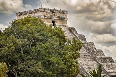 itza: Biggest and famous piramid Ell Castillo in Chichen Itza town.
