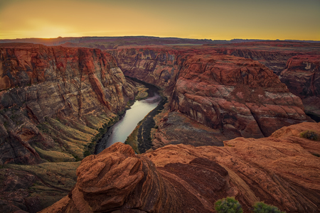One of the most known and beautiful curves of Colorado River known as Horseshoe Band. Banco de Imagens