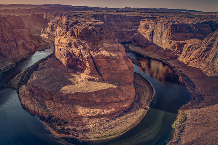 One of the most known and beautiful curves of Colorado River known as Horseshoe Band. Imagens - 92520535