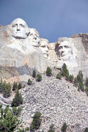 president???s: monti il memoriale nazionale del rushmore - sculture di pietra di George Washington, di Thomas Jefferson, di Theodore Roosevelt e di Abraham Lincoln - colline nere, il Dakota del Sud, S.U.A. Editoriali