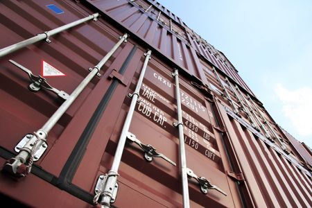 seafreight: El puerto de Hamburgo es el eje central para el comercio con el Este y el Norte de Europa. Como un puerto de contenedores, Hamburgo ocupa el segundo lugar en Europa y el s�ptimo lugar en el mundo. Se trata de 120 kil�metros del mar, pero puede, sin embargo, tener el mayor portacontenedores i  Foto de archivo