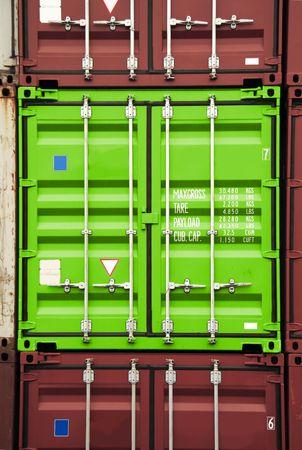 seafreight: pila de contenedores - todos los nombres de empresas, derechos de autor y marcas registradas son eliminados