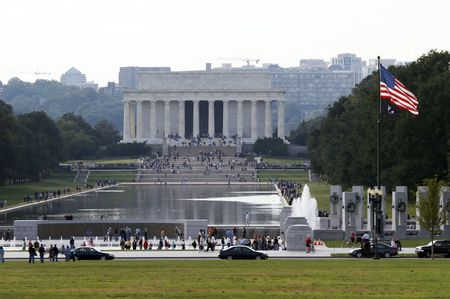 Lincoln Memorial behind a pond, Washington DC Stock Photo