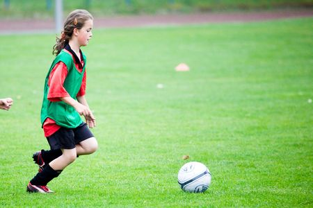 10 11 years: Young girl playing soccer Stock Photo