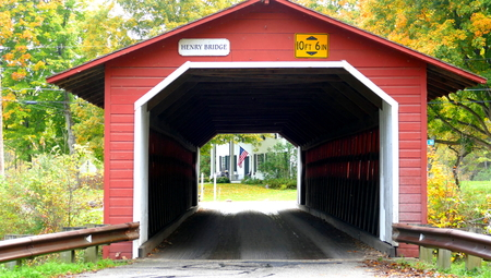 Beautiful little red covered bridge in New Hampshire during Fall season Stock Photo