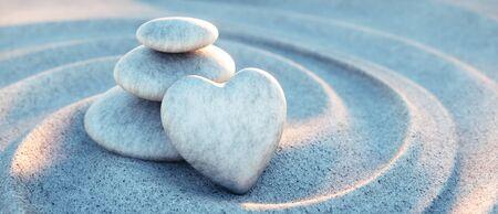 Tour de pierre avec coeur dans les vagues de sable Banque d'images