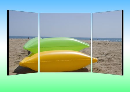 posting: three parted billboard with two airbeds lying at the beach