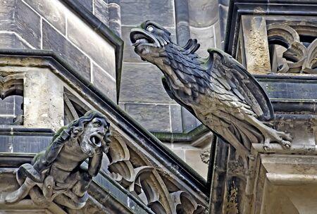 gargouille: Gargoyle on the Vitus Cathedral in Prague Banque d'images