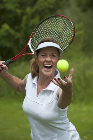 Woman playing tennis Imagens