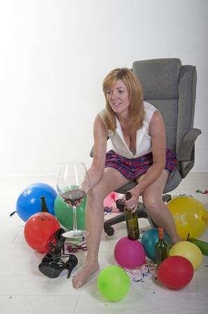 Female party goer drinking wine Imagens