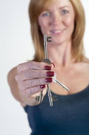 doorkey: Donna in possesso di una chiave