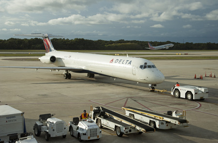 md: Push back a Delta Airways MD 88 leaving the stand at Tampa Florida USA