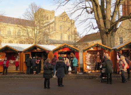 winchester: Mercatino di Natale a Winchester Cathedral Hampshire UK