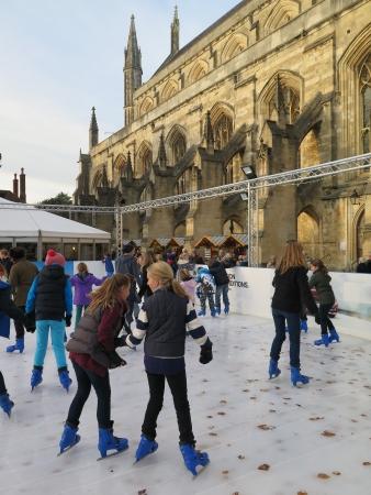 winchester: Pattinaggio su ghiaccio a Winchester Cathedral Hampshire UK