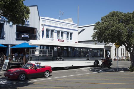 discoverer: Ciudad Descubridor hop on hop off bus en la regi�n de Napier Hawkes Bay Nueva Zelanda Editorial