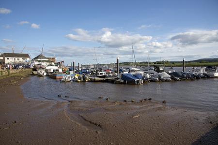 literas: Amarres en el r�o Exe en Topsham sur Devon Inglaterra Reino Unido Editorial