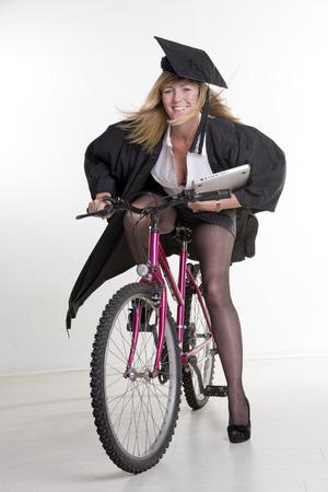 Dem auf fahrrad minirock im mansdiswaymu