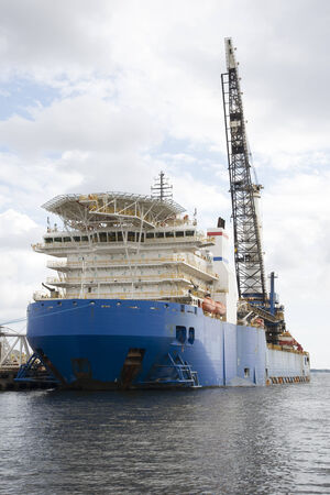 helideck: A heavy lift pipelay ship with crane and helipad