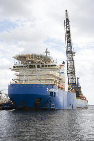 helideck: A heavy lift pipelay ship with crane and helipad The Global 1200