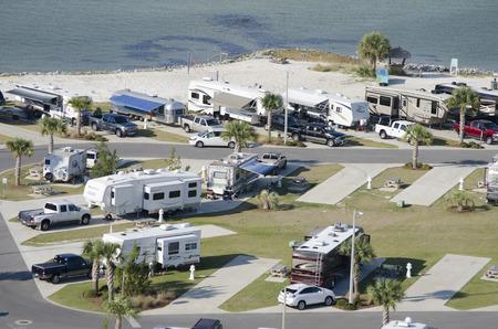 RV en trailer park op Santa Rosa Sound Florida USA