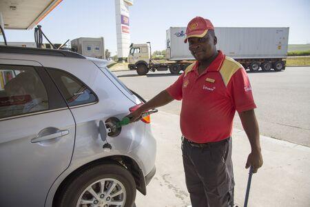 Essence pompiste servir de carburant