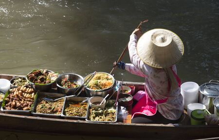 damnoen saduak: The Damnoen Saduak Floating Market about 60 miles from Bangkok Thailand Stock Photo