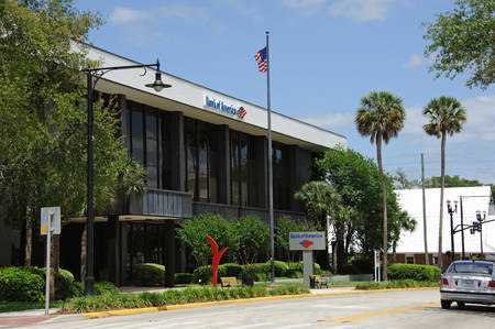 bank of america: Bank of America building in Deland Florida USA