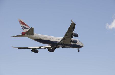 boeing 747: Boeing 747 jet preparazione alle ruote terrestri fino in finale Editoriali
