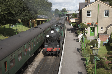 The Watercress Line at Ropley Station Hampshire England UK The Cheltenham loco approaching the platform Foto de archivo