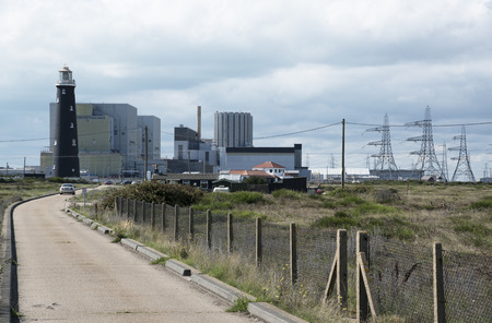 se: Dungeness Nuclear Power stations A and B with the old lighthouse at Dungeness Kent SE England UK Stock Photo
