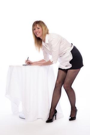mini skirt: Camarera que toma una orden del cliente para la comida Foto de archivo