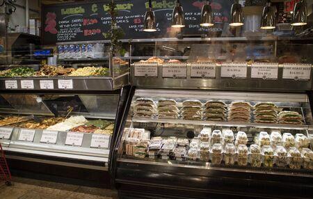 アメリカ合衆国ニューヨーク マンハッタン デリでフード サービス ポイント 報道画像