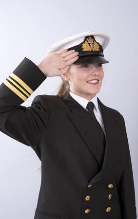 Ritratto di un giovane ufficiale di marina di sesso femminile