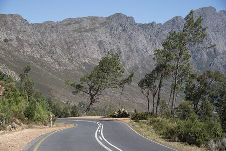 mountain pass: The scenic drive through the the Francshhoek Mountain pass