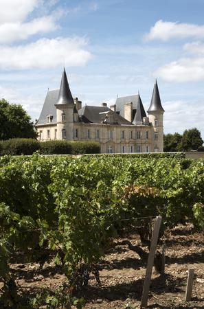 Pauillac Bordeaux France - augustus 2016 - De historische Chateau Pichon Longueville Baron gelegen langs de wijnroute van Pauillac in de regio Bordeaux in Frankrijk